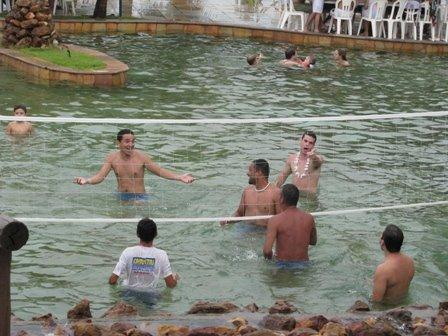 Jogo de aqua-vôlei no Ma-noa Park - Maxaranguape/RN