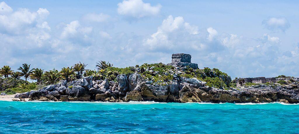 Ruínas de Tulum - Vista pelo mar - Cancun - México.