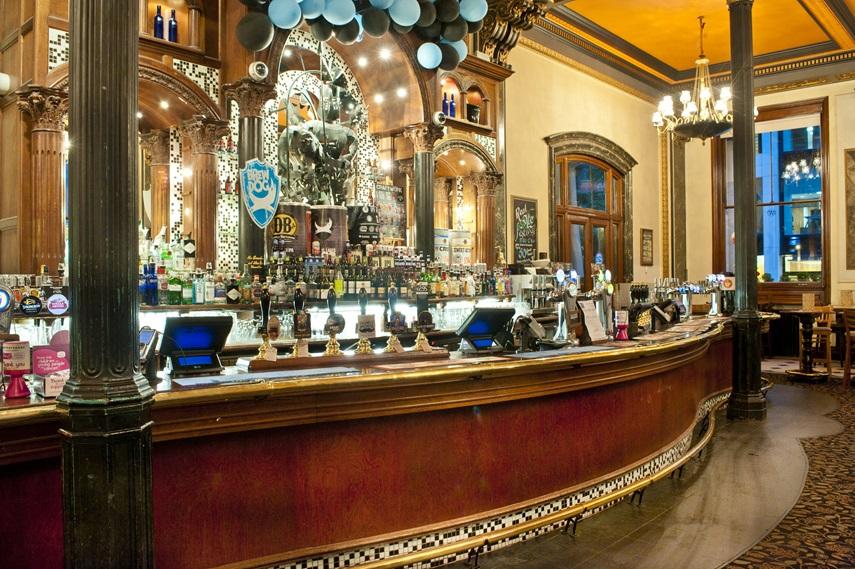Wetherspoons: a rede de pubs em Londres que você precisa conhecer