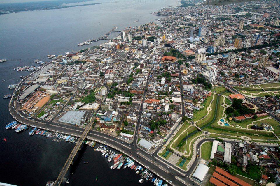 Um pedacinho de Manaus visto de cima. Verde: Parque Senador Jefferson Peres.