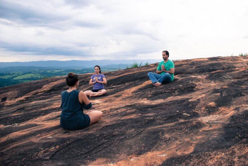 Aula de yoga no sunset - pós inhotim