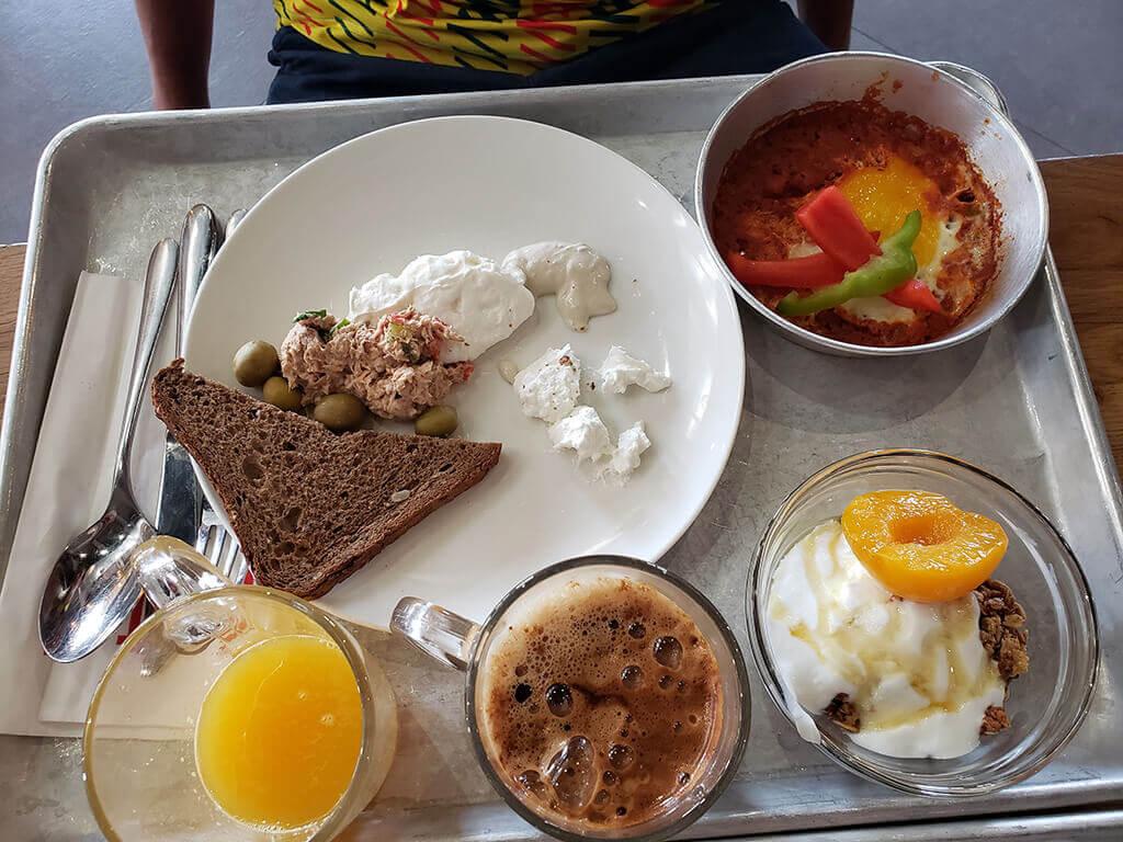 onde ficar em Jerusalém - Café da manhã do The Post Hostel