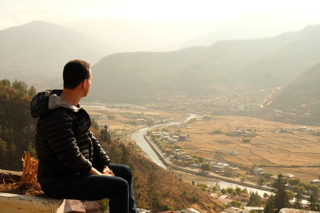 Vista do vale na cidade de Paro, Butão