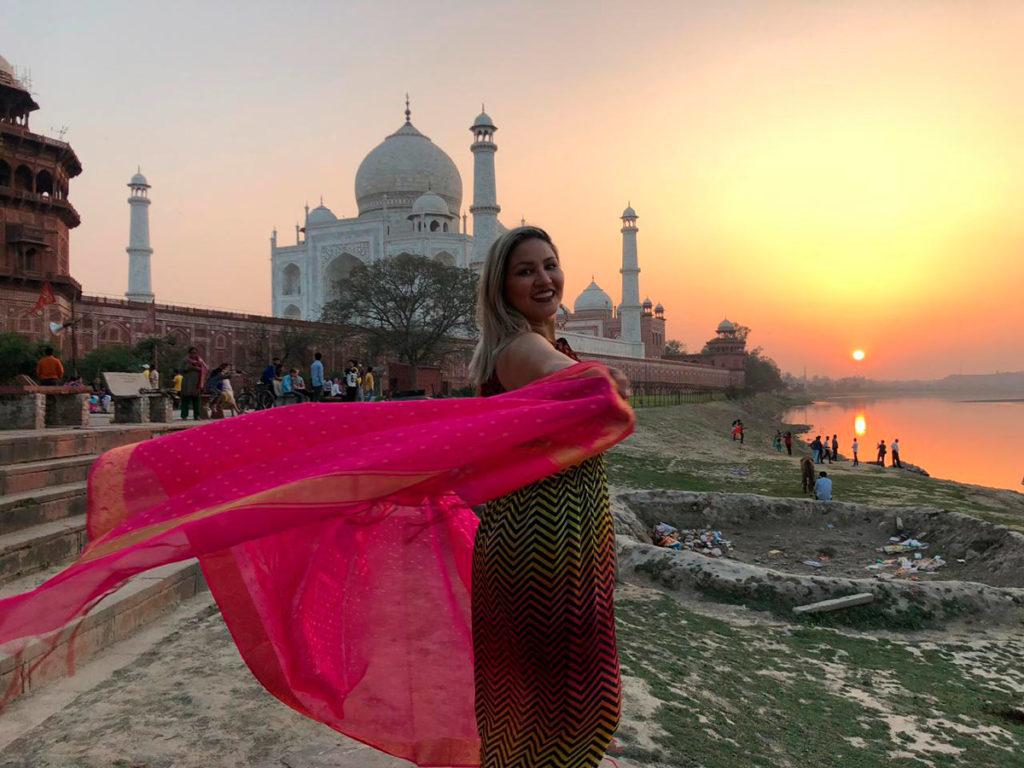 Foto do por-do-sol do lado externo do Taj Mahal