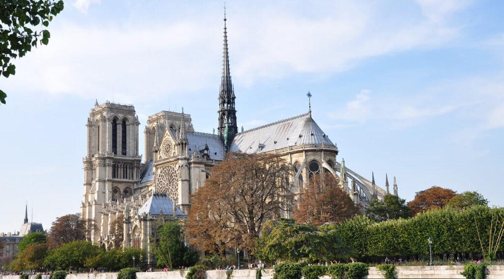Catedral de Notre Dame - Uma das principais atrações turísticas de Paris
