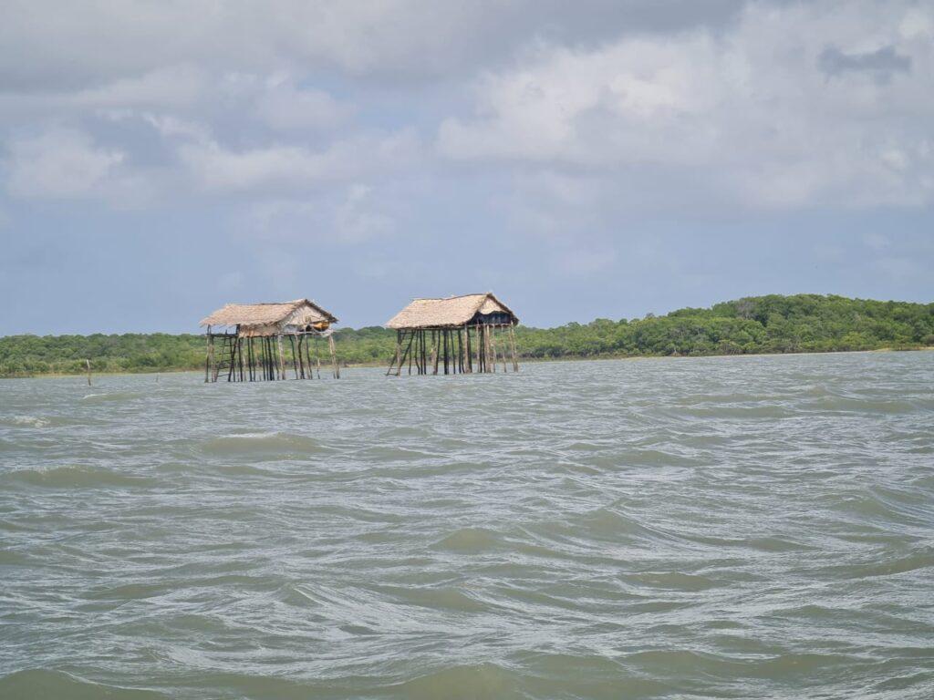 Rancho de pescadores no trajeto até a ilha dos lençóis